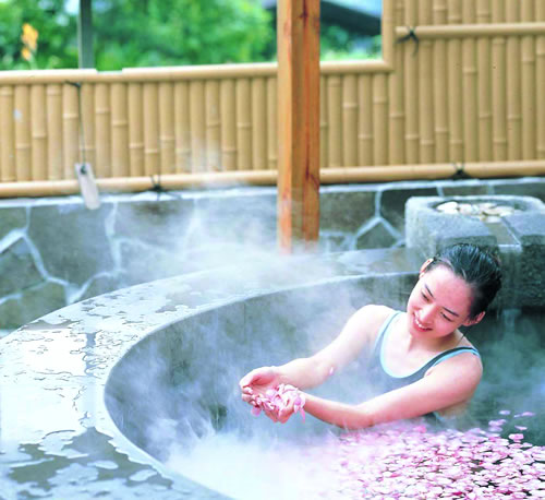 还好,下午去养马岛洗温泉还是不错的,这是我第一次洗温泉.
