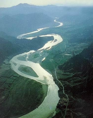 汇聚入海的河流