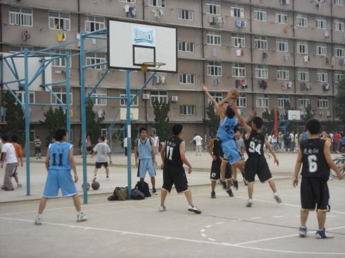 大学新生杯篮球足球赛