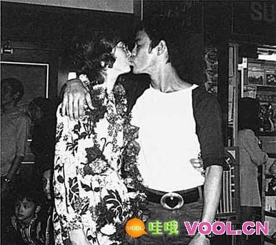 李小龙和妻子_揭秘李小龙死亡之谜 功夫之王传奇一生画传-蔡蔡的生活-搜狐博客
