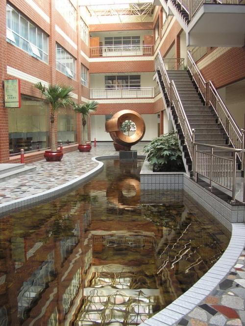 昨天去了保定的河北大学工商学院,真漂亮啊.