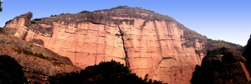 世界最大的丹霞赤壁——武义大红岩