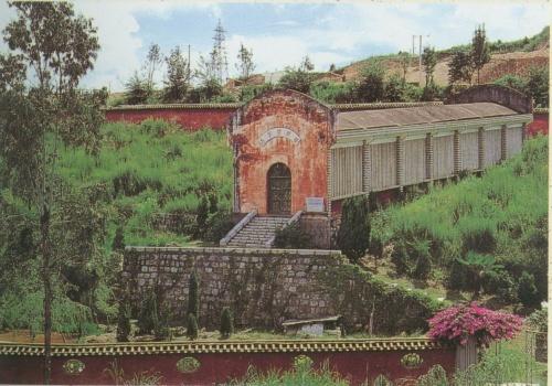 这就是玉溪窑的窑址了!掩映在群山之中!旁边就是著名的红塔集团!