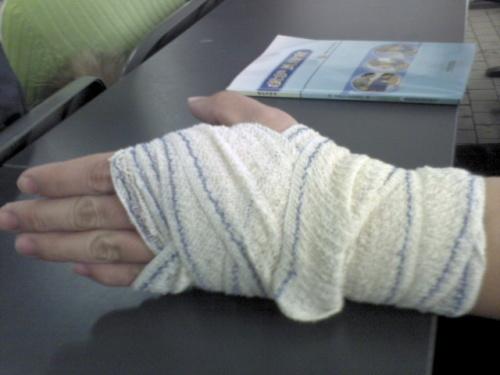 纱布块手指尖图解步骤