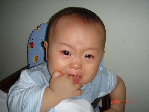 伤心流泪宝宝可爱图片