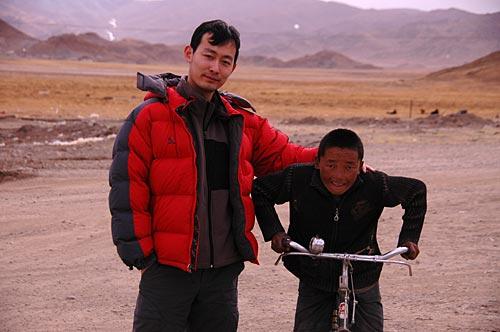 和桑桑镇的藏族小孩儿